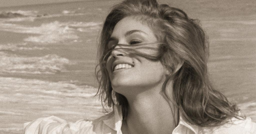 Cindy_Crawford_-_Close_Up_Sepiatone